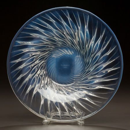 R. LALIQUE OPALESCENT GLASS ALGUES COUPE Circa 1933. Stenciled R. LALIQUE, FRANCE
