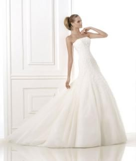 Batel:  A full tulle skirt with a fitted strapless bodice all covered in flower appliques and crystal beading.  Fabric- Tulle, with organza flowers and crystal beading.  Colours- Off white Optical white