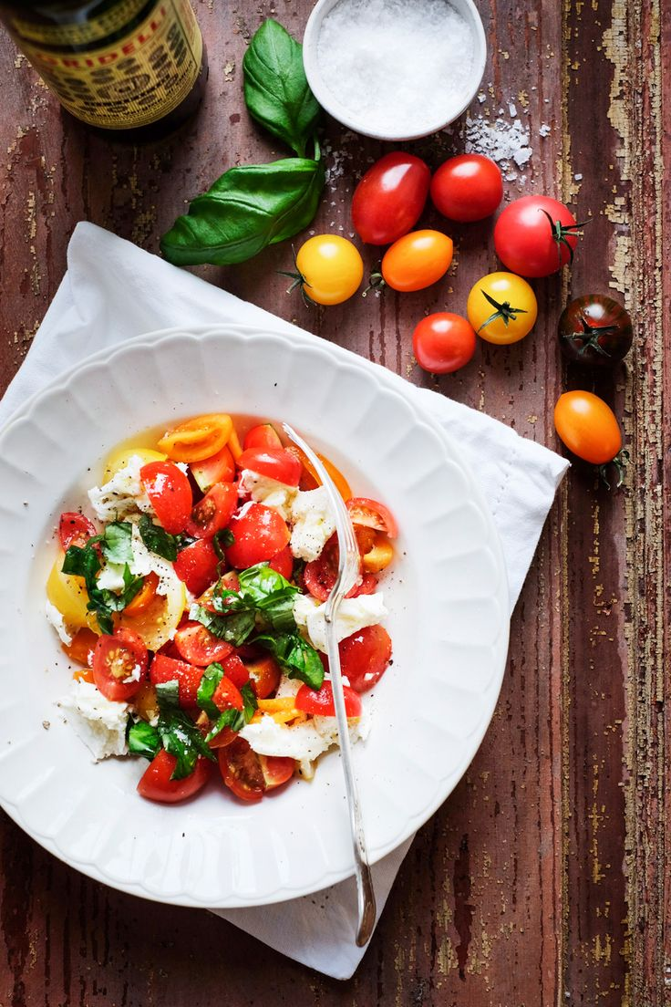 Caprese salad. Recipe, food styling & photography: Louise Ljung