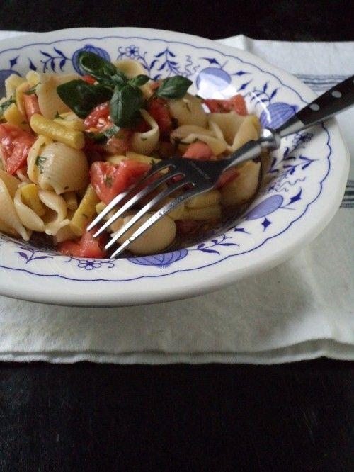 Paradicsomos-zöldbabos tésztasaláta