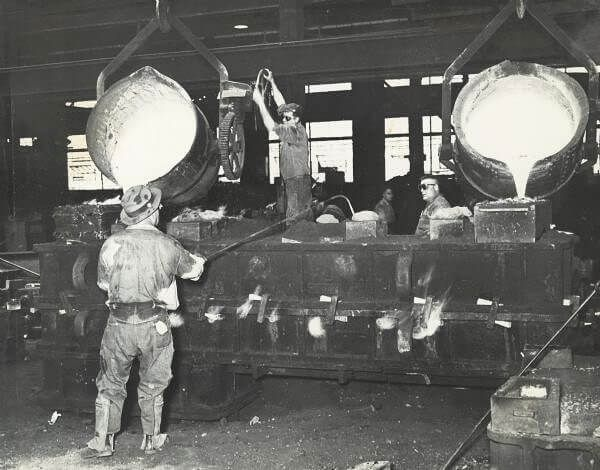 Pouring castings for a Gisholt turret lathe at the factory