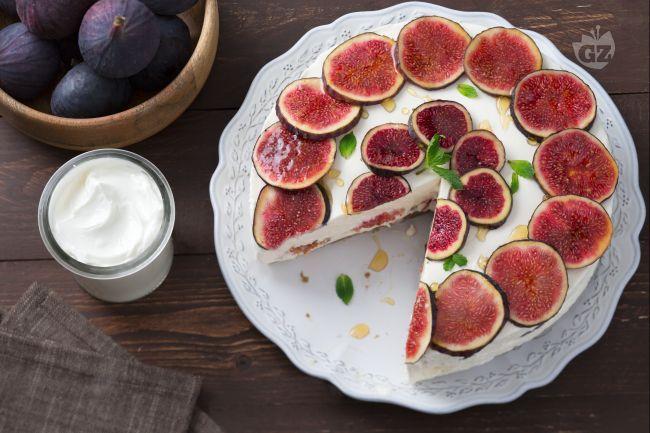 La cheesecake allo yogurt, fichi e miele è una versione della classica cheesecake realizzata con una crema allo yogurt e fichi.