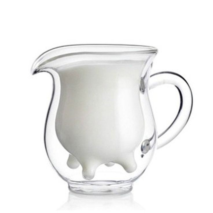 You'll have your whole family talking and laughing with our jug that looks like a cow's udders when it is filled with milk. Made of glass and double-walled.