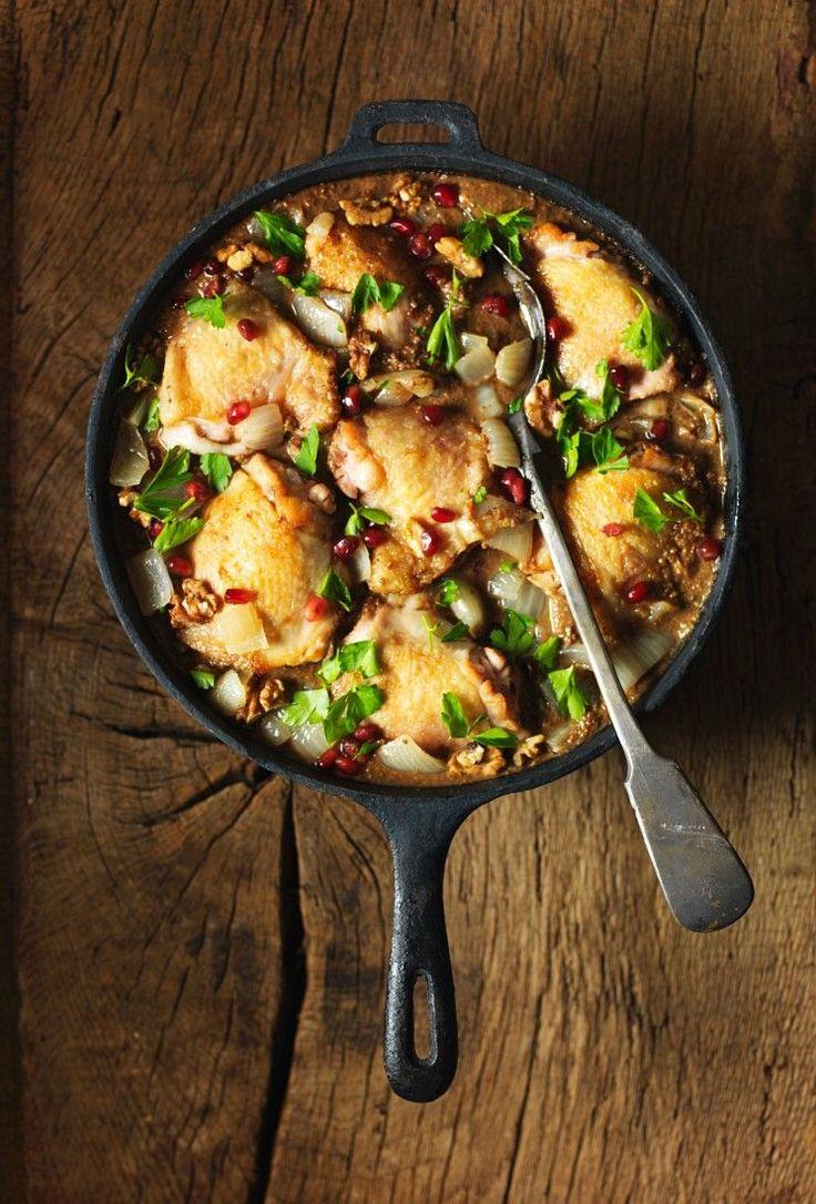 Geschmortes Hähnchen mit Nüssen | http://eatsmarter.de/rezepte/geschmortes-haehnchen-mit-nuessen