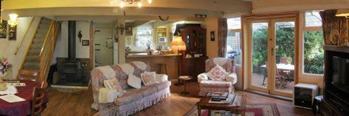 Hide-Away Cottage Retreat, accommodation in Tasmania, in Burnie for your romantic holidays. #romance #romantic www.OzeHols.com.au/26