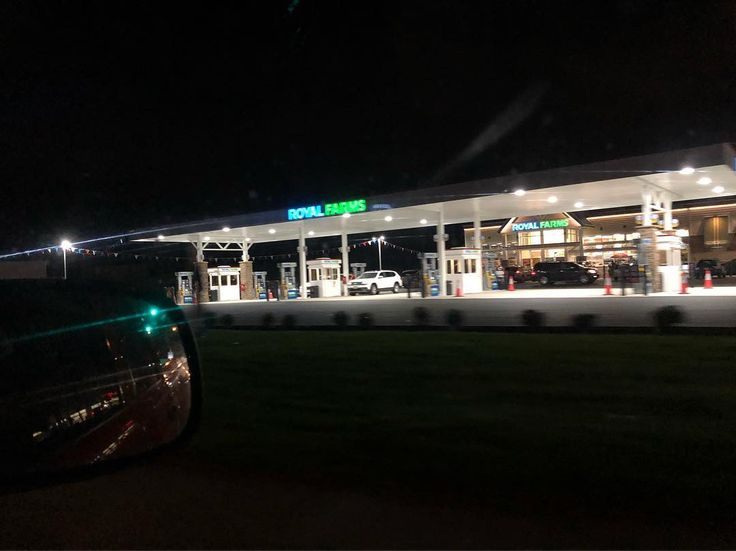 The first Royal Farms in the state of New Jersey recently opened in Magnolia. The store is located at the intersection of the White Horse Pike and Evesham Road one mile off exit 29 on I-295. The Baltimore based company is opening other stores nearby in Bellmawr Gloucester City and Mt. Laurel to expand into the Philadelphia area and compete with Wawa. The convenience store features gas stations as well as serve fast food especially fried chicken. #southjerseycoasters #newjersey #royalfarms…