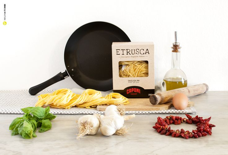 Gusti di Toscana presenta: ETRUSCA, pasta all'uovo trafilata al bronzo. Pasta prodotta attraverso una meticolosa ricerca delle materie prime della più elevata qualità. Il ciclo di produzione di ETRUSCA conserva la tradizione con un tocco di modernità, attraverso un design innovativo e confezioni accattivanti. http://bit.ly/1t7NzgB #pasta #madeinitaly #Toscana #madeintuscany #pastalluovo