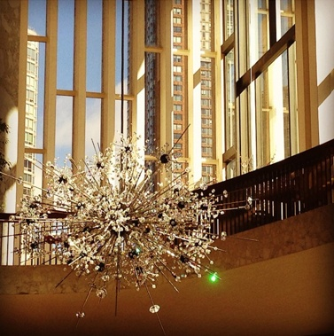 Doesn T This Metropolitan Opera Sputnik Chandelier Look Brilliant In The Morning Sunlight