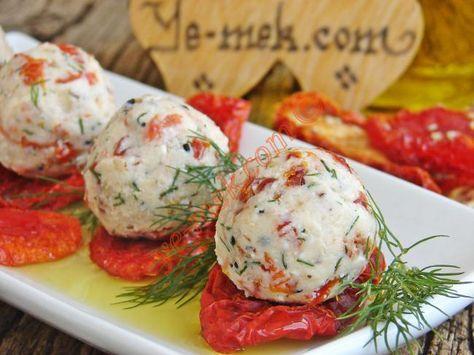 Kuru Domatesli Peynir Topları nasıl yapılır? Kolayca yapacağınız Kuru Domatesli Peynir Topları tarifini adım adım RESİMLİ olarak anlattık. Eminiz ki Kuru Domate