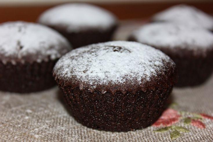 """...  - обязательно попробуйте приготовить тортик, печенье или пирожки с черемуховой мукой. Я делюсь с вами сегодня рецептом черемуховых кексов. Готовила эти кексы на основе шоколадного тортика """"Александра"""". Кексы получаются влажные и сочные, с ярким вкусом черемухи. Ингредиенты: вода - 120мл черемуховая мука - 30гр масло растительное без запаха - 50мл мука или готовая безглютеновая смесь ( у меня ..."""