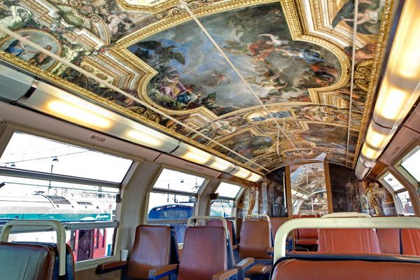 Parisian RER trains evoking the palace of Versailles - photo by Christophe Recoura