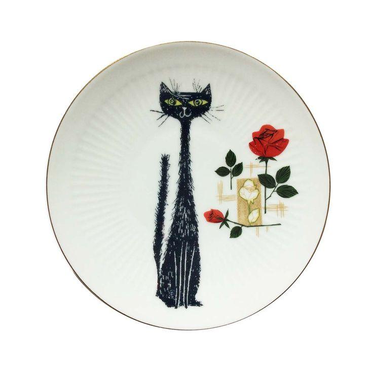 Decoratief bord met sierlijke rozen en een afbeelding van de elegante Black Cat. Hang het aan de muur, zet het op een bordenplank of gebruik het als decoratief bord op de tafel.