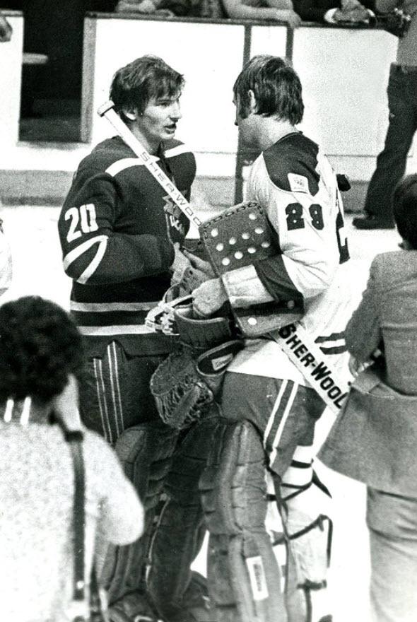 Vladislav Tretiak( USSR ) vs Ken Dryden ( Montreal ) at the Forum in 1975.
