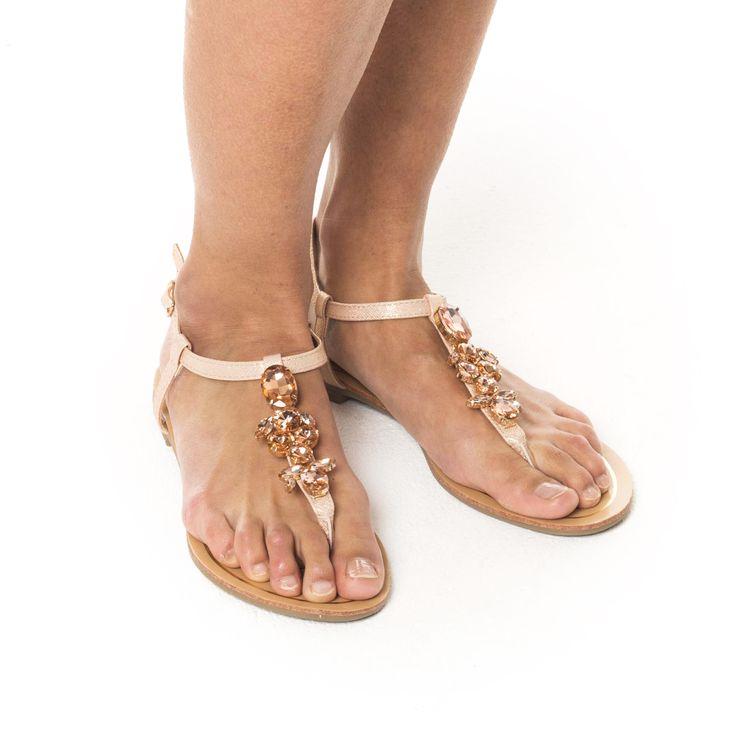 Platte sandalen of met een hak, kijk eens in het aanbod van Veritas. Bestellen en betalen doe je vlot en veilig online. Snelle levering, gratis in een Veritas winkel.