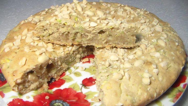 Кабачковый пирог получается очень нежным и ароматным. Мой канал: https://www.youtube.com/user/receptik1. Из-за кабачков пирог получается совсем не сухим, он долго остается свежим. Мелко натертые кабачки легко замаскировать в тесте так, что никто не догадается,  из чего сделан пирог. Кабачки можно использовать для приготовления всевозможных пирогов и запеканок. Печь можно в разных формах. #Марина_Перепелицына, #легко и просто