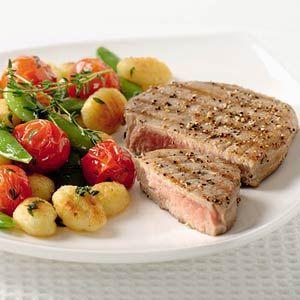 Gnocchi met tomaat, peultjes, tijm en tonijn
