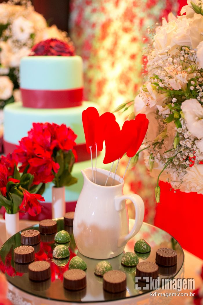 A mesa de doces do I Encontro de Noivas do Blog Peguei o Bouquet ficou um arraso! Nossos parceiros Chocolateria Brasil e Louise Lacourt mandaram super bem: