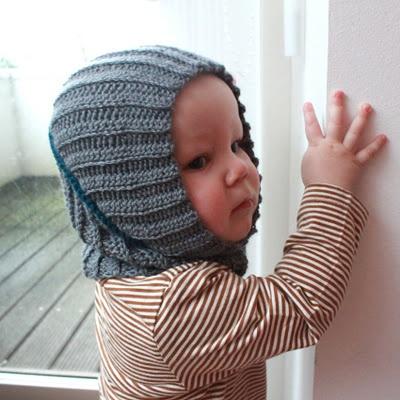 Elefanthue Du skal bruge: Hæklenål #4 og #5 Dobbelt tråd af Drops Alpaca Baby silk + en kontrastfarve til at hækle sammen (striben).
