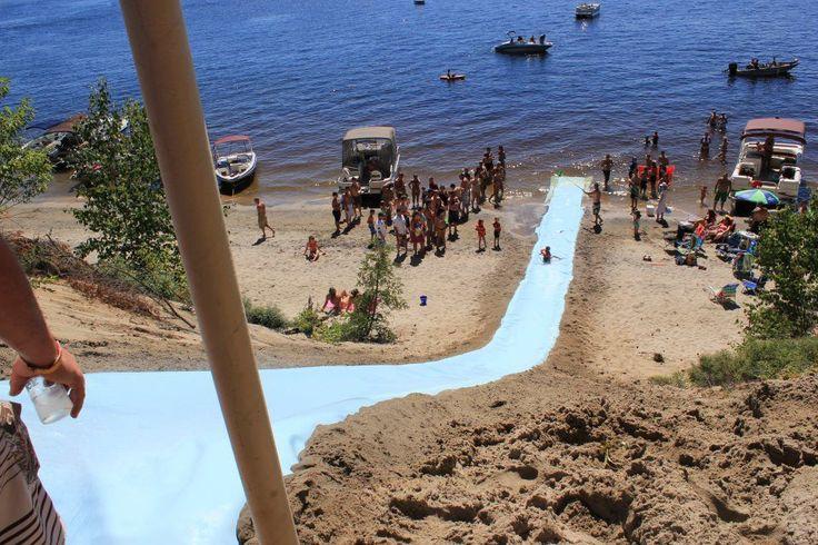 cool-water-slide-1348312472.jpg (960×640)  Une idée à piquer pour le fossé?