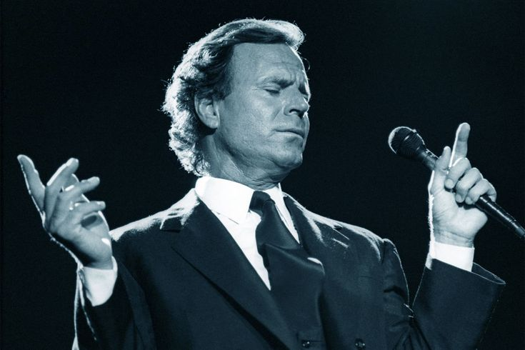 Julio Iglesias hará concierto homenaje a Oscar de la Renta; será en Puntacana