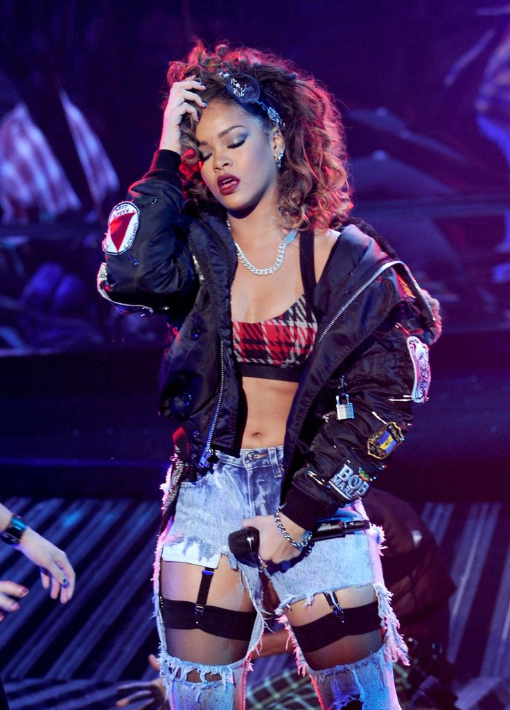 Rihanna concert performance style x X-Factor UK We Found Love live with Calvin Harris, 2011