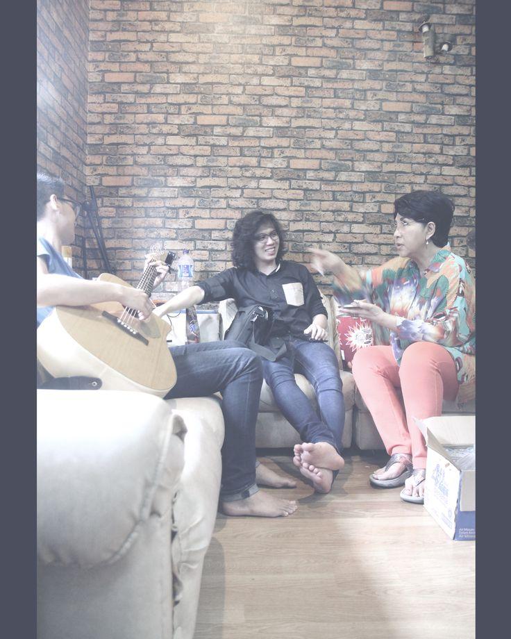 My two besties, Ivan Gojaya & Abram Lembono, having small talks about music, love, & life w/ the legendary Titiek Puspa, at Roemah Iponk Music Studio & Coffee House. Visit the studio & get your music done: https://www.facebook.com/Roemahiponk  Here's the latest project done: Shake It Off - Taylor Swift (Ivan Gojaya, Agustin Oendari, & Cindy Thefannie) Cover: https://www.youtube.com/watch?v=9551sfdsM58 #Music #RoemahIponk #IvanGojaya #AgustinOendari #CindyThefannie #TaylorSwift #ShakeItOff