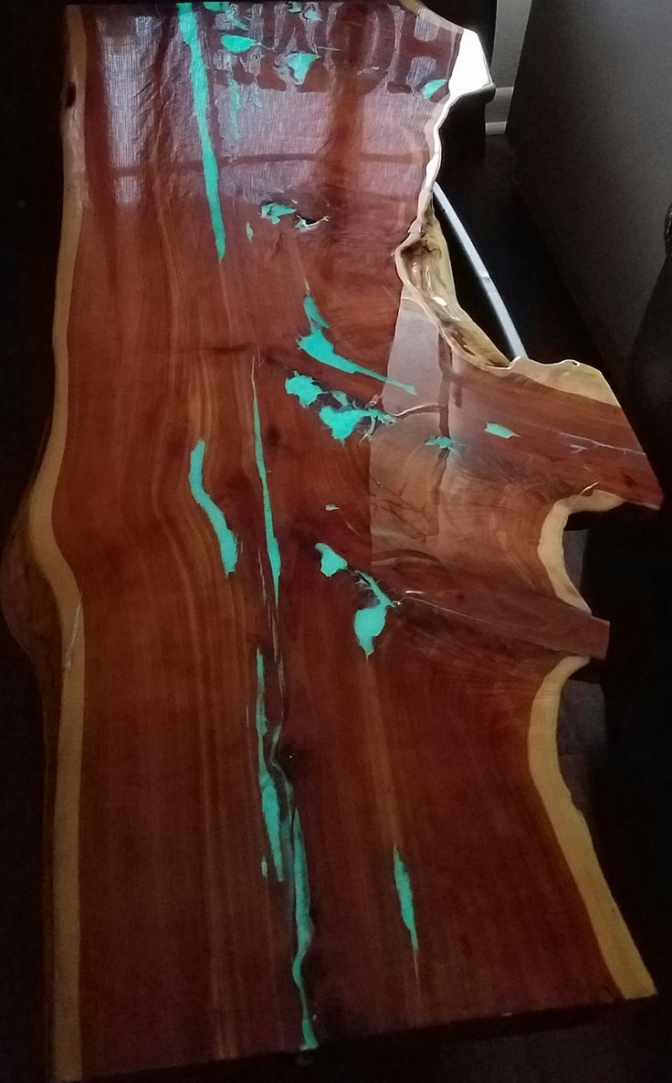 Glow in the dark live edge cedar coffee table top coated with Rust-Oleum Parks Super Glaze bar top coating. I filled the cracks with blue phosphorescent Glow pigment/powder. I used 2 boxes of the Super Glaze epoxy resin but one 6oz bottle of the blue glow powder goes a long way.  Glow Pigment: http://amzn.to/1XnSK0N Bar top Coating: http://amzn.to/1TSBAaj