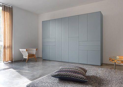 Armadio moderno / in legno / in legno laccato / anta battente LINE  Piure GmbH