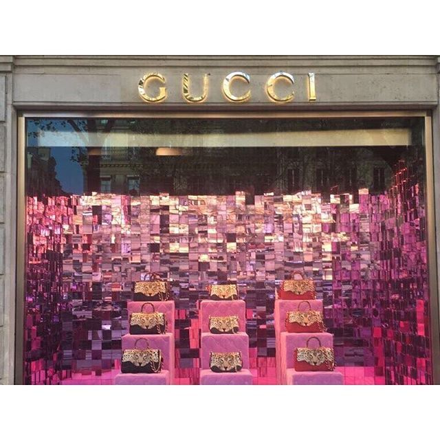 Window gazing and swooning over the Gucci store in #Paris! 💕🐆⠀ ⠀ Photo courtesy of our French correspondent (aka Tori's sister).