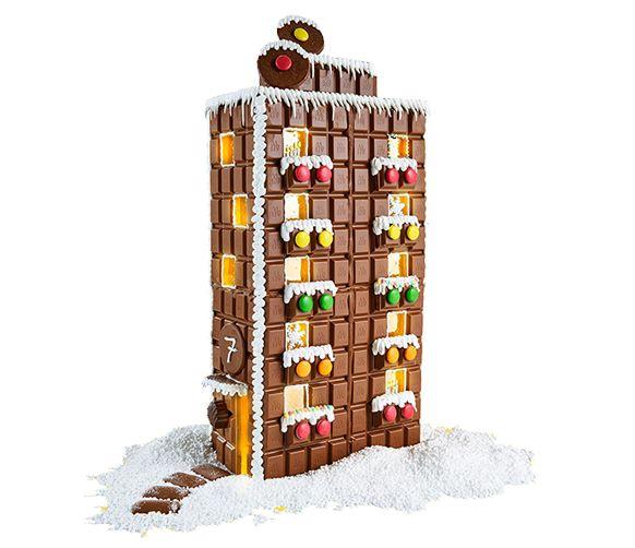 Pepparkakshus i all ära men chokladhus smäller allt lite högre. Dessutom slipper du göra degen, kavla och grädda, det är bara att sätta igång med det roligaste – montering och dekorering!