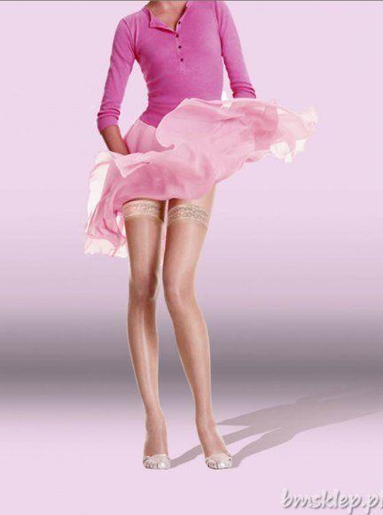 Eleganckie pończochy samonośne z satynowym połyskiem i koronkowym 5-cm wykończeniem. Dzięki włóknom Lycra pończochy są elastyczne i idealnie leżą na nodze. Wykończenie silikonową taśmą w części koronkowe gwarantuje najwyższy komfort noszenia.Skład: 86% poliamid, 14% elastan.15 Den.... #Ponczochy - http://bmsklep.pl/ponczochy-sublim-brillant-0965-15-den-ponczochy