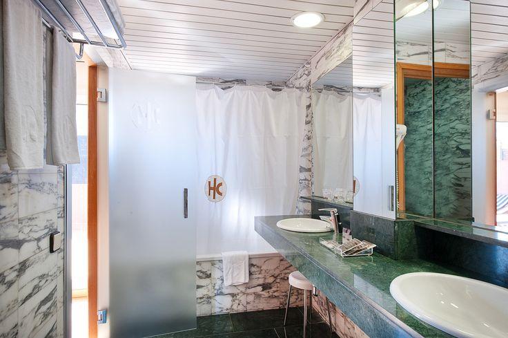 Los lavamanos o lavabos dobles son una solución para esas casas en las que el baño es compartido ya sea con la pareja o entre los hermanitos, para poder tener dos lavamanos en el baño es indispensable que el baño tenga el espacio suficiente y cada cosa sea independiente…