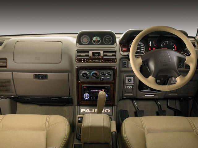 Dashboard Mitsubishi Pajero SFX '2002–н.в.