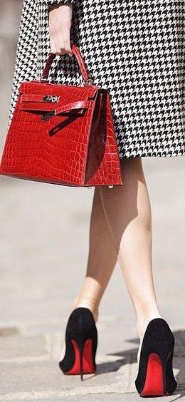 Hermès (cartera) - Louboutin (zapatos).