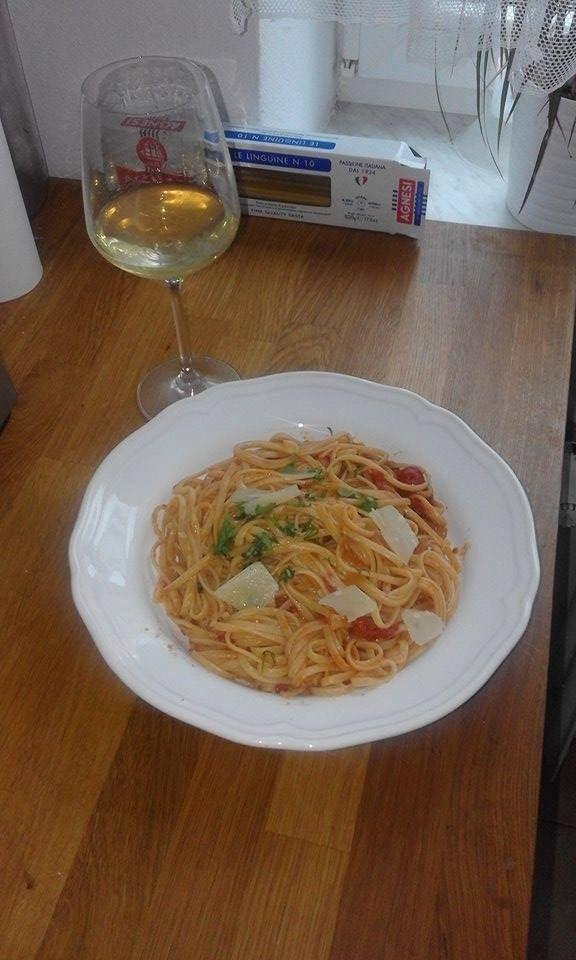 ahoj Majkle,právě jsem vařil tvůj recept na špagety  all'Amatriciana a moc děkuji za úžesný recept,vynikající jídlo,moc jsme si s přítelkyní pochutnali.jen jsme dali místo špaget liguine.ať se daří 🙂