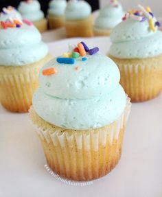 Sweet Lavender Bake Shoppe: fluffy vanilla frosting. << this was delicious!!!! best buttercream recipe i've tried.