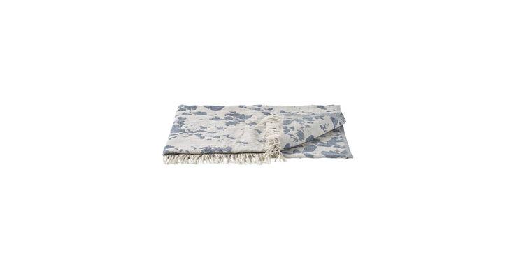 Montagne throw er en lækker plaid i en blanding af bomuld og mohair. Om tæppet skal bruges på sofaen foran fjernsynet, i sommerhuset eller om det skal med ud i naturen, lader vi dig afgøre.