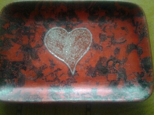 Red heart tray