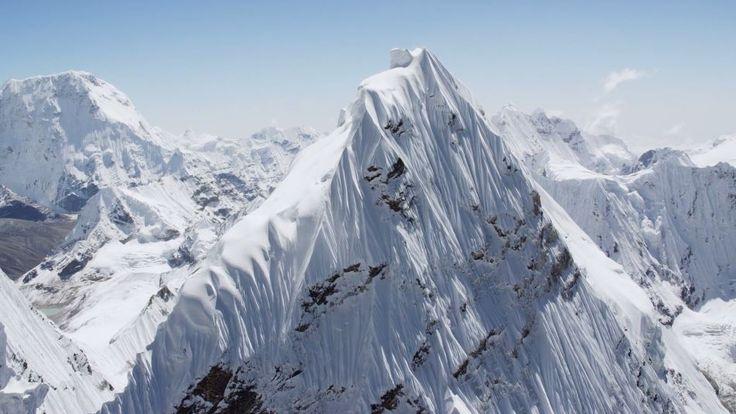 Um passeio aéreo de tirar o fôlego pelas mais altas montanhas do mundo no Himalaia