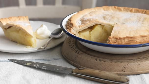 This is apple pie like mum used to make, with large pieces of Bramley apple enclosed in rich shortcrust pastry. Douse in cream and get stuck in.