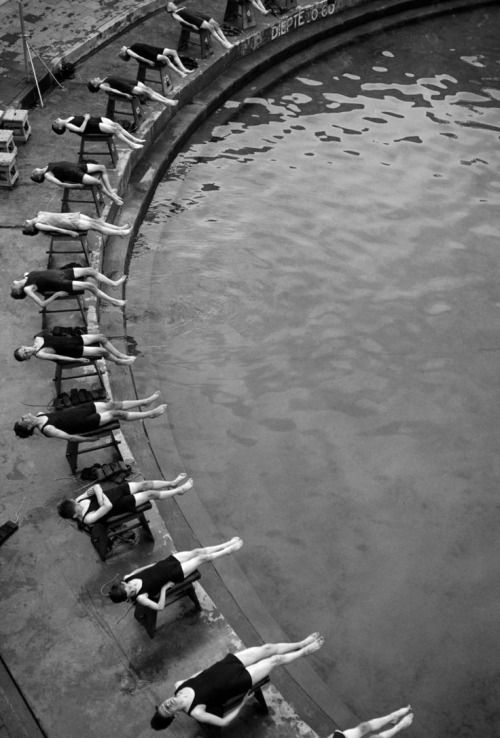 #blackandwhite #photography #water #geometry #vintage #people #bodies #swimmers #swim #sports #makemepattern http://makemepattern.tumblr.com