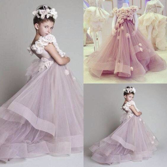 Vestido de niña hermoso con flores