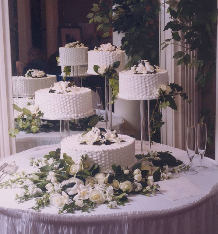 separate wedding cakes on stands 1000 ideas about basket weave cake on royal 19751