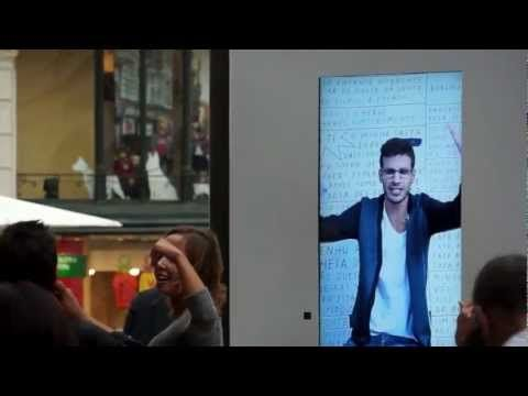 Samsung Note - Live human billboard