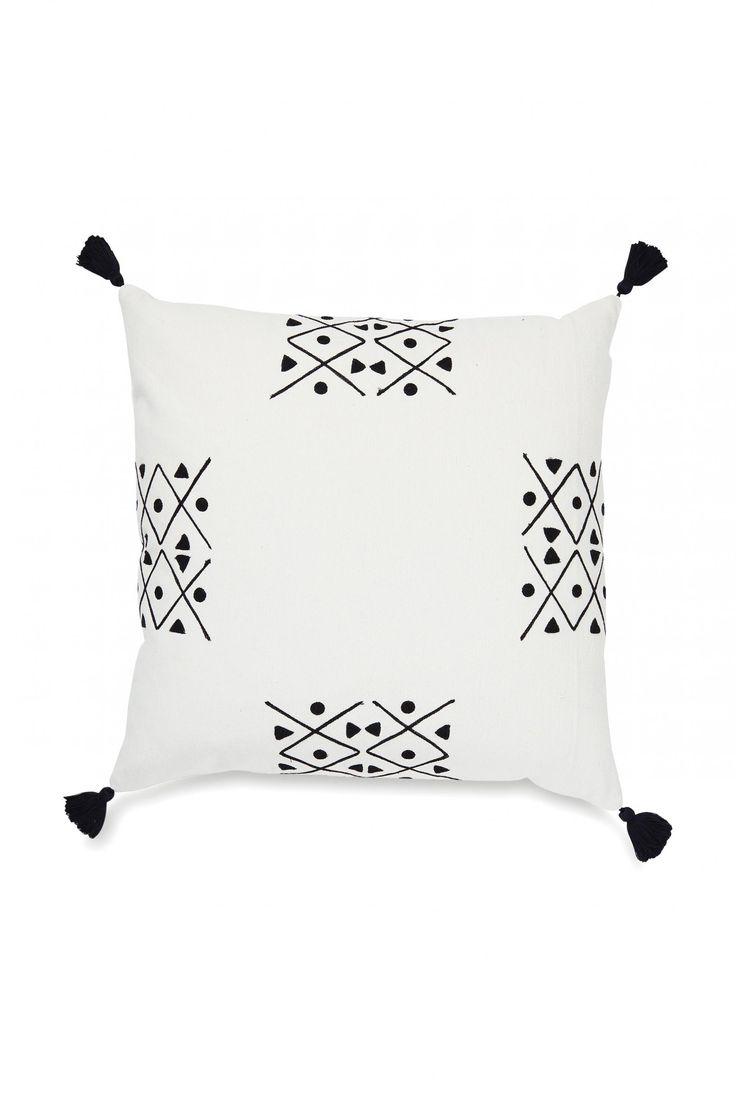 black-white-cushion-Citta-Design