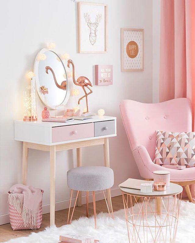 WEBSTA @ diycore - Bom dia Com tons de rosa e cinza, a inspiração de hoje é uma fofura pura.www.diycore.com.br#architecture #quarto #casa #diy #decor #decoração #decoration #decoracion #decorating #bedroom #rosa #colorido #furniture #homedecor #homesweethome #homemade #homestyle #home #homedesign #instalove #instaphoto #instapic #instagood #instalike #instamood #instadecor #instadesign