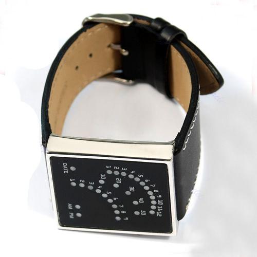 A Speedy Leather LEDes óra megvásárolható a www.partyfashion.eu oldalról. 29 darab, fényesen világító kék LED hivatott a dátum és az idő kijelzésére. A megrendelést a www.partyfashion.eu oldalon lehet leadni.  #LEDes #világító #óra #karóra