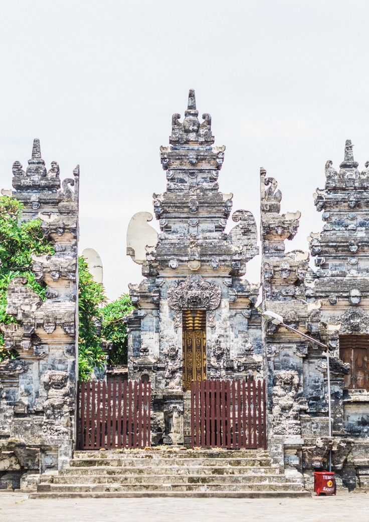 Temple at Batu Bolong Beach, Canggu, Bali. Click to tread more about the coolest place on Bali!