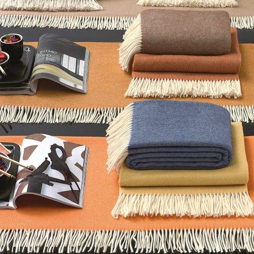 LIVERPOOL. Plaid in pura lana Merinos che fa della semplicità il suo punto di forza. Throw made from Pure Merino Wool which simplicity is its core design element.
