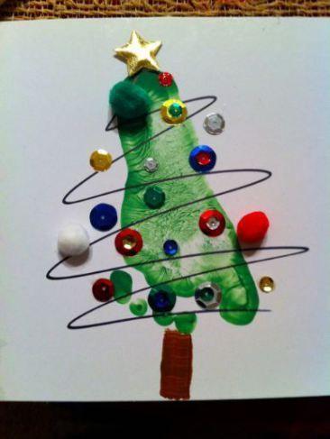 Decoração de natal, pintura do pé do seu filho formando a árvore.
